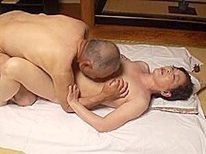アジアポルノ,日本人のポルノ,熟れた