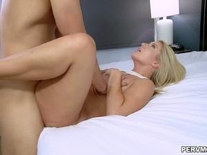 Blonde Cougar Candice Dare Gets A Hot Creampie