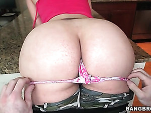 Fat Ass Chick Shows Off That Amazing Booty