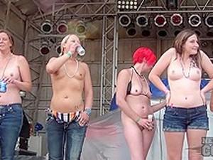 Concurso,Ao ar livre,Festa,Peitos pequenos,Tatuadas
