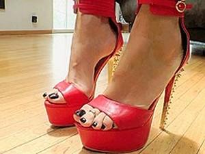 Virgo Peridot  London Keyes  Valentina Nappi  Alby Rydes  John Stagliano In Buttman's Focus: Feet - EvilAngel