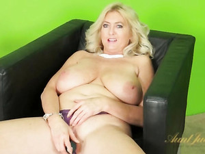 Huge Natural Tits Mature Vibrates Pussy