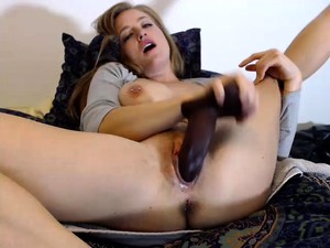 Bodacious Blonde Screams With Delight While Fucking Herself