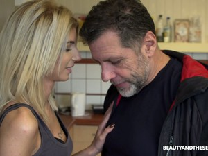 Lindas,Pornô húngaro