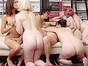 Büyük memeler,Yüze oturma,Grup yapma,Lezbiyenler,Orgy