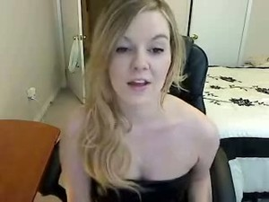Uncontrollably Hot Webcam Model Enjoys Showing Off Her Divine Booty