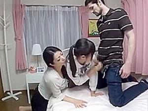 Секс втроем,Азиатское порно,Азиатская мама,Японское порно,Милф