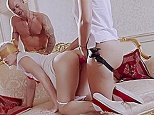 Секс втроем,Блондинки,Страпон,Игрушки,Шлюха