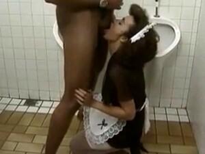 زوجين,سكس عرقي,خدامه,حمام,زي مدرسى
