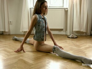 Alone Flexible Sweetheart Anna Netrebko Loves Exposing Her Pussy In Kinky Way