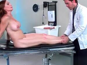 Hard Sex Between Doctor And Hot Patient (Diamond Foxxx) Video-30