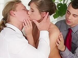 Sex in trei,Sex cu doi,La birou