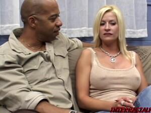 Большие сиськи,Блондинки,Кончить на лицо,Межрассовый секс,Милф