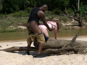 Африканское порно,Жопа,Большой член,Полненькие,По-собачьи