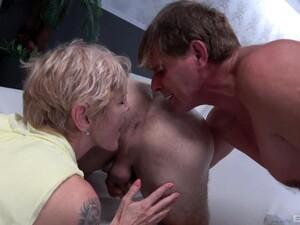 Секс втроем,Бисексуалы,Зрелые,С двумя парнями