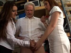 3P,女2人と男1人の3P,手コキ,おじいさん