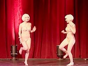 Sabra & Kierstin JohnSin - Twin Burlesque 1