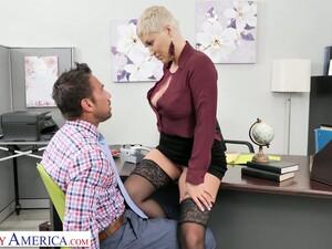 Seksi olgun,Sekreter,Kısa saç