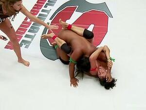 Kadın dövüşü,Yakından,Mayo,Güreş