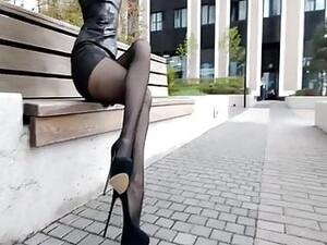 鞋跟,连裤袜,超短裙