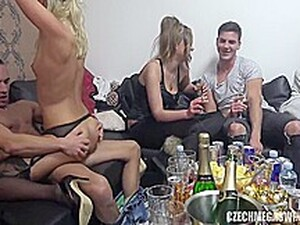 Brunete,Sex in grup,Mamici bunaciuni,Ciorapi,Swingersi