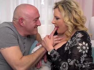 Büyük memeler,Ev kadını,İtalyan porno