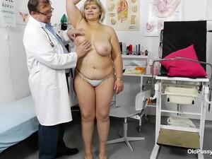 Sisi Blonde Pussy Exam