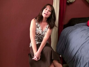 Mature Housewife Shelby Ray Inserts Different Things In Her Hairy Snatch