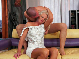 Mature Horny Aunty Is Getting Her Coochie Polished By Handsome Young Dude