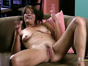 Saggy Old Tits Look Sexy On This Mature Babe