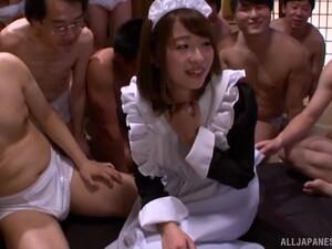 Залить спермой,Гангбанг,Японское порно,Служанка,Чулки