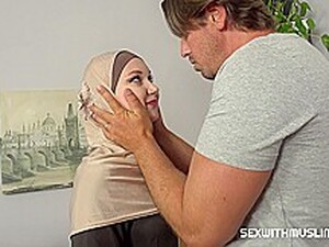 Marilyn Sugar - A Muslim Cleaning Lady Was Punished For Failing To Complete The Task In HD