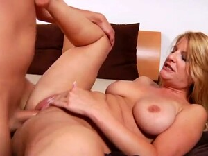 Bosomy MILFie Housewife Robbye Bentley Provides Stud With Titjob And Blowjob