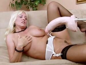 Using A Dildo Lusty Curvy Nympho Cala Craves Gonna Reach Orgasm