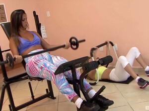 巴西色情,健身房,拉丁色色情,蕾丝边,运动