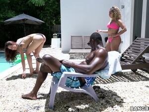 Bikini,Siyahiler,Havuz