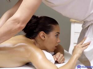 Creampie Porn On Massage. Big Booty Latina Andreina Deluxe