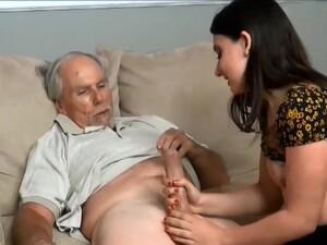 Notgeiler Opa Leckt Und Fickt Die Enkelin