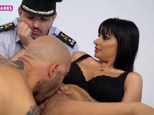 Секс втроем,Большие сиськи,Греческое порно,Милф,Полиция