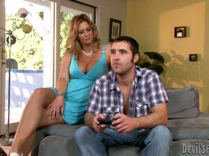 Peppering Mother In Law Seduces Horny Fucker To Blowjob