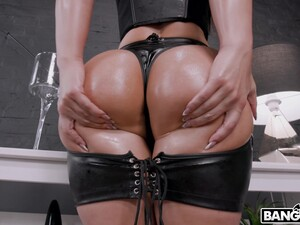 Round Ass Pornstar Kristy Black Gets Fucked In Her Ass By A BBC