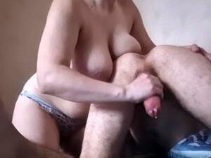 Mleczne piersi