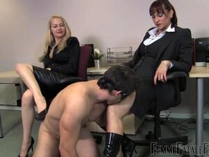 BDSM,Dominatie feminina,Fetish,La birou