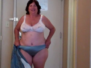 BBW Mature White Brunette Housewife Twitches Her Nipple