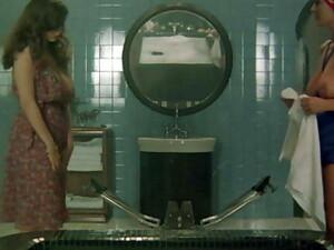 小妞,鞋跟,意大利色情,女士内衣,葡萄酒