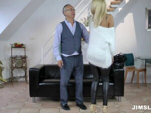 Beautiful Blonde Gives A Hard Blowjob To A Horny Guy