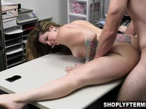 Crystal Taylor Offers Her Pussy To Get Fucked By The Security Officer