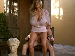 Gros seins,Femme mûre sexy,En levrette,Fétichisme,En extérieur