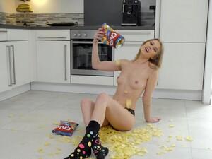 Kinky Girl Eyla Moore Loves Fingering Her Pussy On The Floor