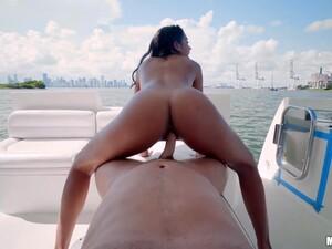 大奶头,巴西色情,拉丁色色情,户外,睏